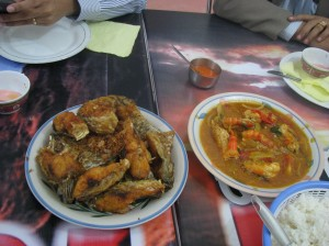 Delicious food in Palangka Raya: Fried river fish and prawns